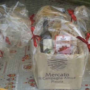VIGILIA DI NATALE A PISTOIA. Degustazione di pane e miele e composizione 'in diretta' dei centro tavola al mercato Campagna Amica
