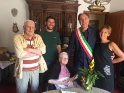 Comune di Chiesina Uzzanese : Auguri alla nonna di Chiesina Uzzanese