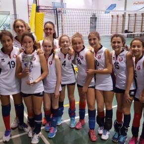 Le giovani atlete Under 13 del Pallavolo Delfino Pescia hanno vinto il torneo Banca di Pescia e Cascina