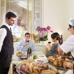 VIAREGGIO - CAPODANNO AL RISTORANTE CICCARELLI DELL'HOTEL ESPLANADE    Grandi preparativi al ristorante Ciccarelli dell'hotel Esplanade di Viareggio per la festa di fine anno.