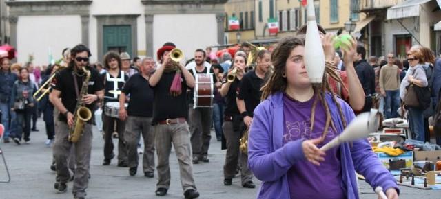 Pescia 25 aprile SaràBANDA Musica per le strade della città