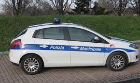 Pescia Danneggiata da un atto vandalico un'auto della Polizia Municipale