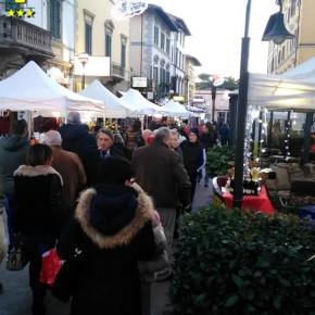 Montecatini Terme sabato 15 e domenica 16 dicembre.    LE BANCARELLE DEL NATALE IN VIA DON MINZONI
