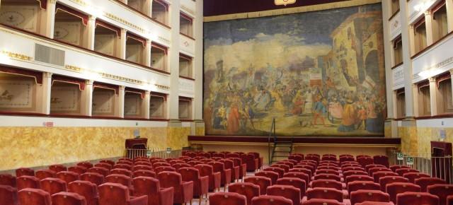 Teatro Pacini sabato 27 aprile. La luna di stoffa Teatro dei bambini a Pescia