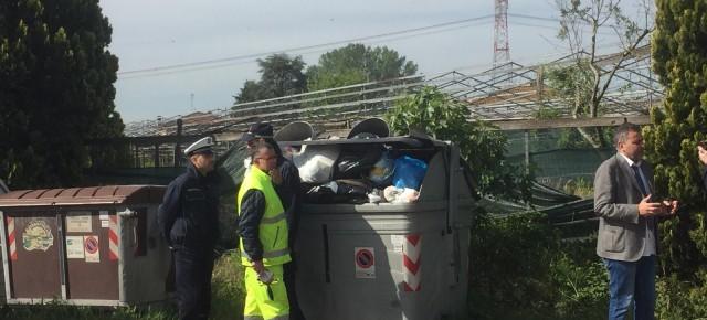 """Scaricati rifiuti speciali a Pesciamorta e Rocconi. Indaga la polizia municipale  Giurlani """"Sono scarti tessili, denunceremo i responsabili"""""""
