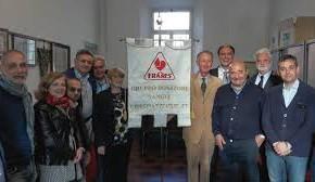 Chiesina Uzzanese, consegnato alla Fratres il nuovo Labaro grazie alla donazione dei Lions di Pescia.