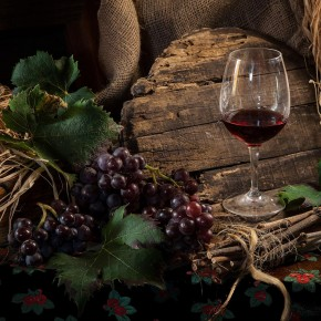 """NACQUE ALL'ELBA GRAZIE A NAPOLEONE UNA DELLE PRIME DOC AL MONDO   Scoperto, tra le carte degli archivi dell'Isola D'Elba, il """"Privilegio dell'Imperatore""""  con il quale Napoleone nel 1809 permetteva ai vini dell'isola di non pagare i dazi di pedaggio se accompagnati dal certificato d'origine. Una sorta di DOC ante-litteram."""