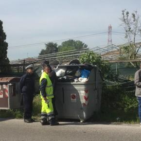 """Si stringono i controlli sull'abbandono illecito di rifiuti : già più di  20 le persone denunciate dalla Polizia Municipale di Pescia con la collaborazione dei  Carabinieri Forestali .     Giurlani """"Problema da risolvere, con il contributo di tutti"""""""