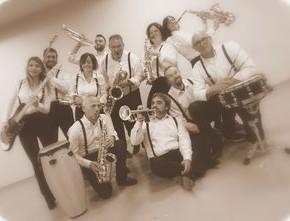 """Venerdì 19 luglio Move That Beat  la Black & White Big Band la prima edizione della stagione concertistica """"Rioni in Musica"""" a Pescia"""