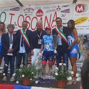 Tanta gente a Pescia per il Giro Internazionale Femminile della Toscana     Giurlani ha premiato tutte le associazioni ciclistiche del territorio