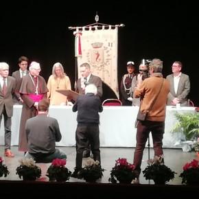 Con una cerimonia molto partecipata è stata conferita ufficialmente la cittadinanza onoraria al vescovo di Pescia Roberto Filippini