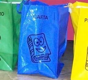 Il comune di Pescia distribuirà in questa fase i sacchi per la raccolta differenziata. A breve verrà ripetuta l'operazione antizanzare