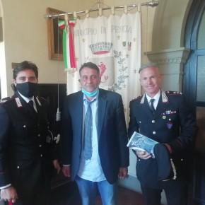 Si stringe la collaborazione fra il comune di Pescia e i carabinieri forestali           Il sindaco Giurlani e il colonnello Cipriani si sono incontrati a palazzo del Vicario