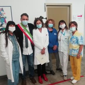 Giurlani continua la consegna degli encomi al mondo sanitario pesciatino con il Centro Donna di Porta Fiorentina, altra eccellenza del territorio.