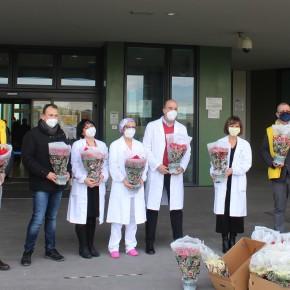 #stelleincorsia a Pistoia. Il dono di Coldiretti ad infermieri e medici  dell'ospedale San Jacopo     GENEROSITÀ FLOROVIVAISTI CONTRO LA CRISI