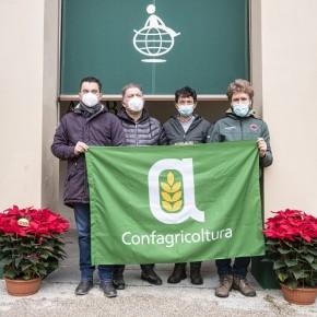 Azienda floricola di Confagricoltura Pistoia dona stelle di Natale a Dynamo