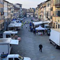 """Il mercato alimentare, frutta e verdura a Pescia torna nella sede tradizionale           Gliori """"Provvedimento sperimentale, legato anche all'emergenza sanitaria"""""""