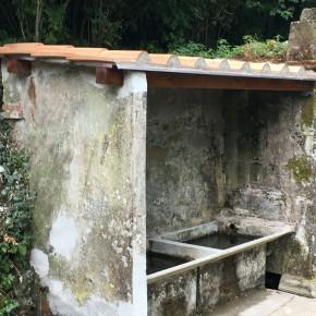 """La comunità di Pontito realizza la copertura dello storico lavatoio     Fabio Bellandi """"Noi abbiamo fornito i materiali, complimenti al senso di appartenenza della Misericordia di Pontito"""""""